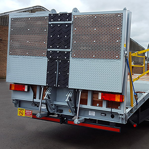 Header Truck edge protection system
