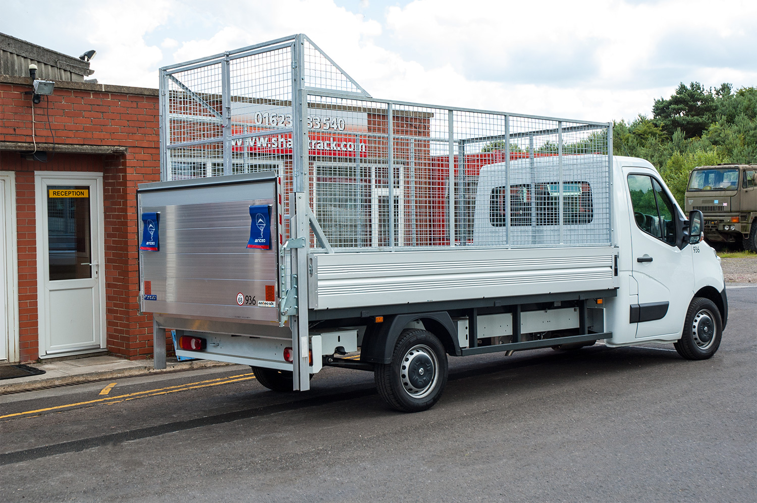 Caged body edge protection lorry