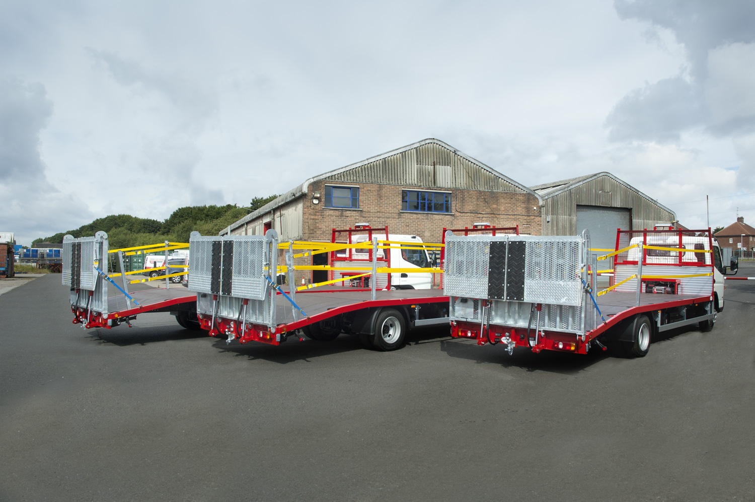 7.5 tonne access body with hydraulic ramps and edge protection