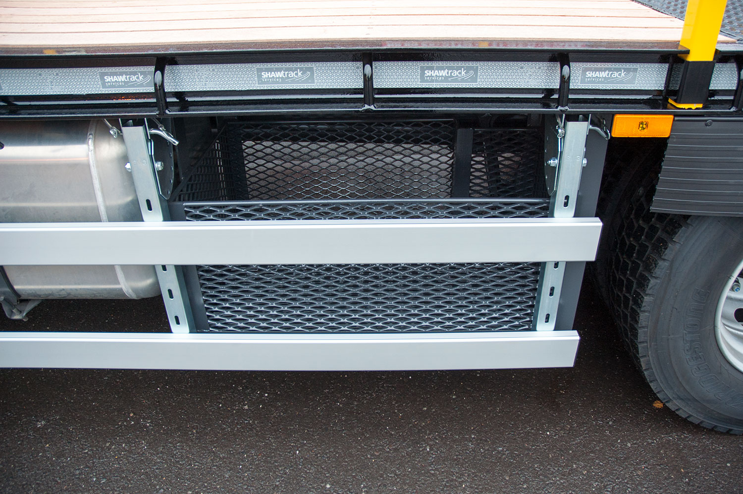 18 tonne extending beavertail underbody storage tray