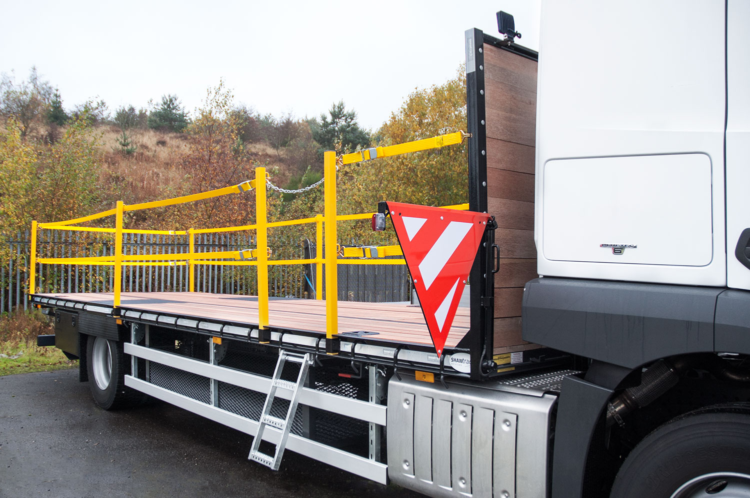18 tonne extending beavertail with drop down ladder and side warning